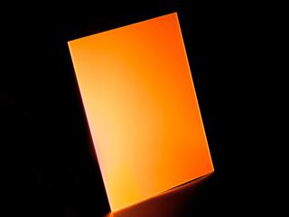 Лист оргстекла флуоресцентного оранжевого 300х300х3мм светится в УФ