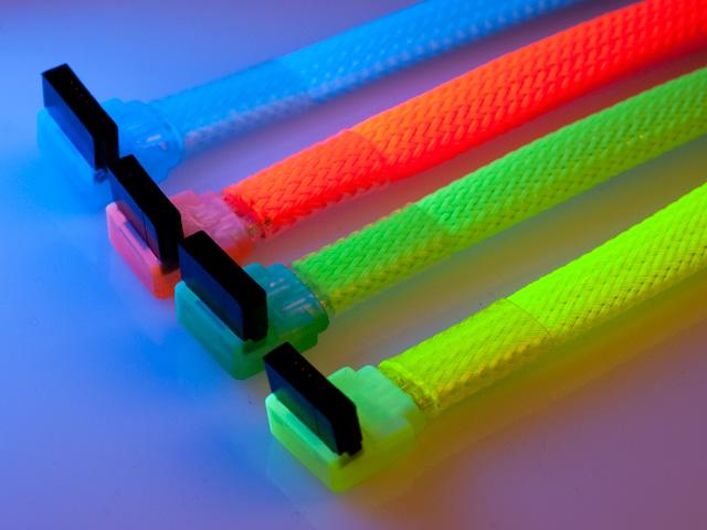 Флуоресцентный SATA кабель Vizo красного цвета