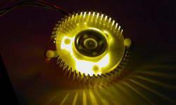 Кулер для видеокарты  с 4 мя желтыми светодиодами  алюминиевый  подш