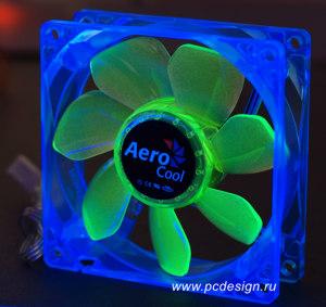 Флуоресцентный вентилятор Aerocool синий с зелеными лопастями и УФ светодиодами