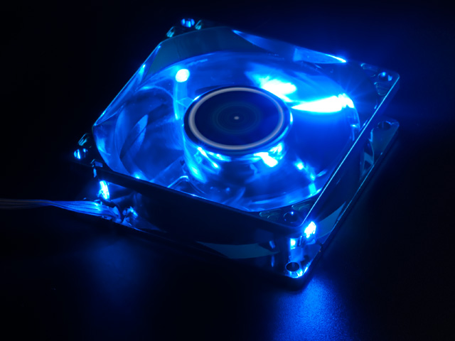Вентилятор 80 мм с подстветкой и анодированным синим покрытием