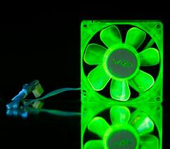 Флуоресцентный вентилятор 80 мм зеленый с УФ светодиодами