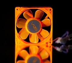 Флуоресцентный вентилятор 80 мм оранжевый с УФ светодиодами