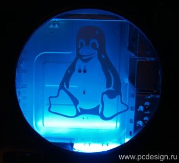 Наклейка гравировочная на окно   Linux оидный пингвин   цвет серебристый металик
