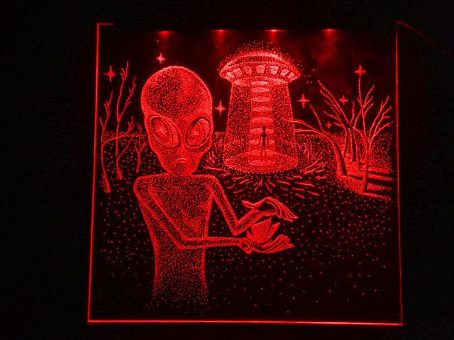 Окно ручной работы  с гравировкой и подстветкой  Save World красный